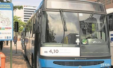 Ônibus do Metrô na Superfície que faz a linha entre Botafogo e Gávea: estado diz que atribuição de vistoriar é da Secretaria municipal de Transportes, que, por sua vez, alega que a responsabilidade não é sua Foto: Antonio Scorza