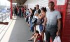 Cariocas fazem fila para dar entrada no Seguro Desemprego, no posto do Sine, em Madureira Foto: Fabiano Rocha / Agência O Globo/4-10-2015