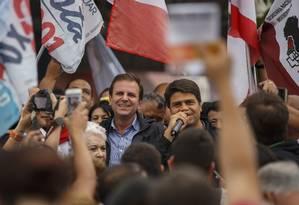 Pedro Paulo discursa ao lado do prefeito Eduardo Paes Foto: Daniel Marenco / Agência O Globo
