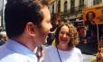 Candidatos à prefeitura de Porto Alegre, Nelson Marchezan Júnior (PSDB) e Luciana Genro (PSOL) se encontram durante atos de campanha