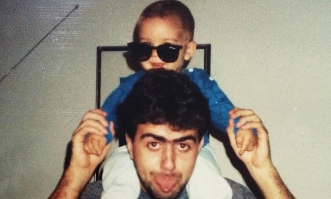 Pai jovem: Freixo com João Pedro, seu primeiro filho, que nasceu quando ele tinha 23 anos Foto: Arquivo pessoal