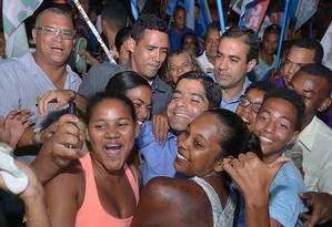 Nas ruas. ACM Neto faz campanha. Se for eleito para a prefeitura, candidato deve tentar governo da Bahia em 2018 Foto: Divulgação