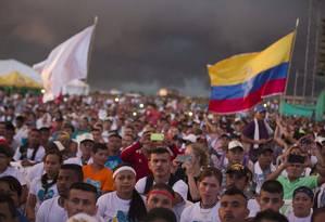 Sem farda. Rebeldes na conferência das Farc: camisetas brancas no lugar do verde Foto: Ricardo Mazalan / AP/23-9-2016