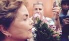 A ex-presidente Dilma Rousseff, em Porto Alegre, chegando para votar Foto: Cristiane Jungblut / Agência O Globo
