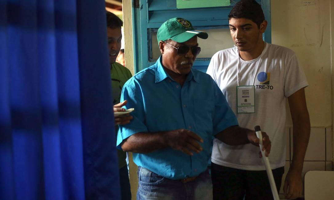 Foram apenas 37 votos que garantiram a reeleição de Edinho. Foto: Marcos Alves / Agência O Globo