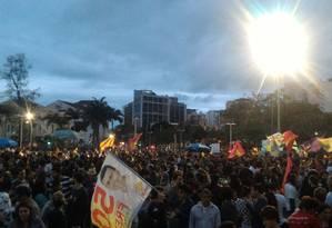 Militantes do PSOL já tomam boa parte da praça junto aos Arcos da Lapa, no Rio Foto: Agência O Globo