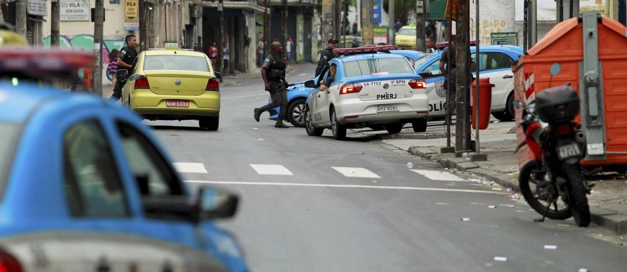 No sábado passado, o policiamento foi reforçado nos morros do Fallet e da Coroa após confronto entre facções rivais Foto: Fabio Guimaraes / Agência O Globo