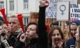 """Manifestantes fazem greve na Polônia durante a """"Black Monday"""""""