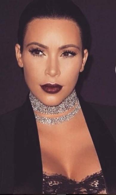 Kim usa gargantilha criada por sua designer favorita, Lorraine Schwartz Reprodução/Instagram