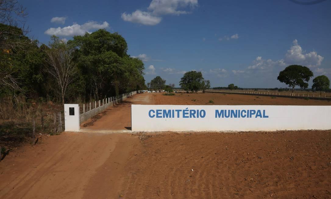 O cemitério municipal ganhou muros e foi ampliado, no aniversário de 25 anos da cidade Foto: Marcos Alves / Agência O Globo