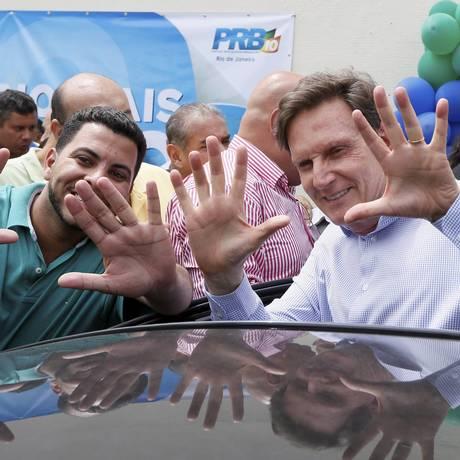 Crivella costura aliança com Flávio Bolsonaro, Indio e Osorio Foto: Pablo Jacob / Agência O Globo