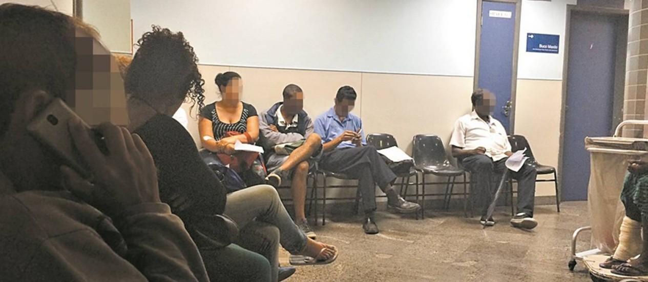 Pacientes esperam atendimento no Souza Aguiar Foto: Giselle Ouchana