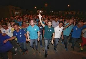 O governador de Alagoas, Renan Filho (de verde), em caminhada na véspera do pleito municipal Foto: Reprodução Facebook