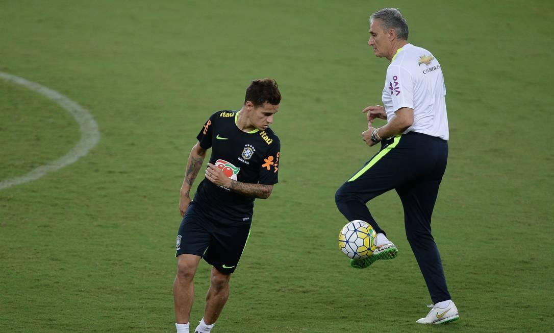 Tite e Philippe Coutinho no treino desta terça-feira, em Natal Pedro Martins - Mowa Press