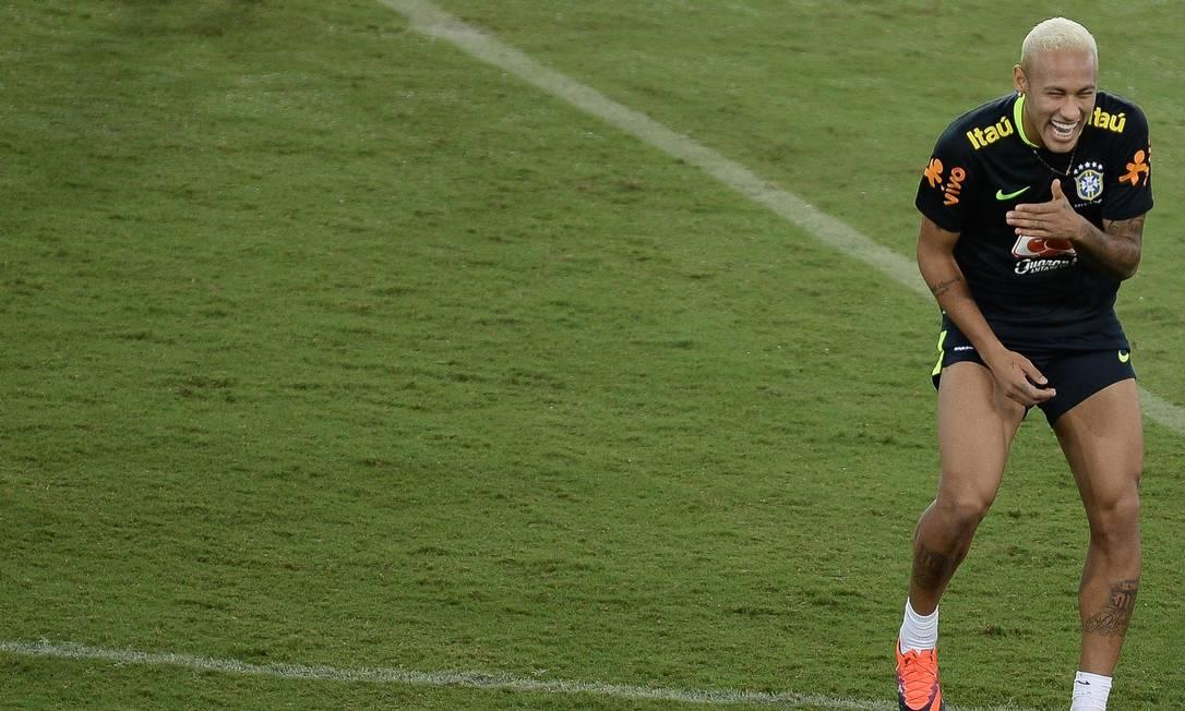 Neymar em momento de descontração no treino desta terça Pedro Martins - Mowa Press