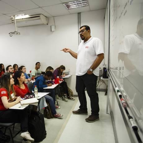 Professor Vitor Noleto do Colégio e Curso Sei Foto: Fernando Lemos / Agência O Globo
