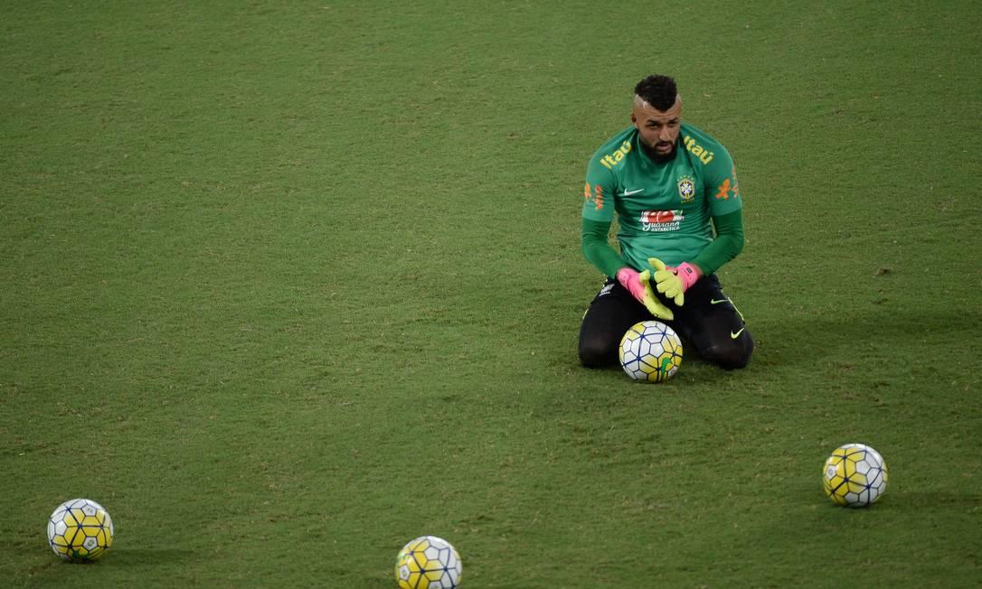 O goleiro Muralha em momento de pausa na Arena das Dunas Pedro Martins