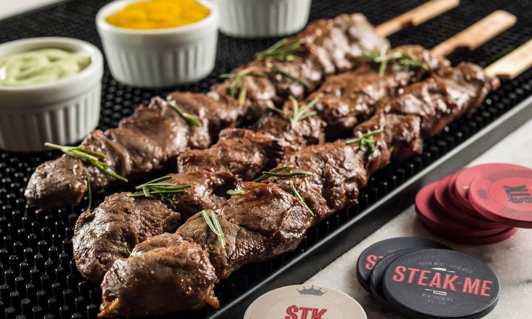 Além das tradicionais, as versões turbinadas dos espetinhos do Steak Me prometem fazer sucesso Divulgação