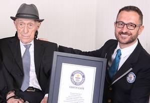 Israel Kristal recebeu o título de homem mais velho do mundo do Guinness Book Foto: Divulgação / Guinness World Records