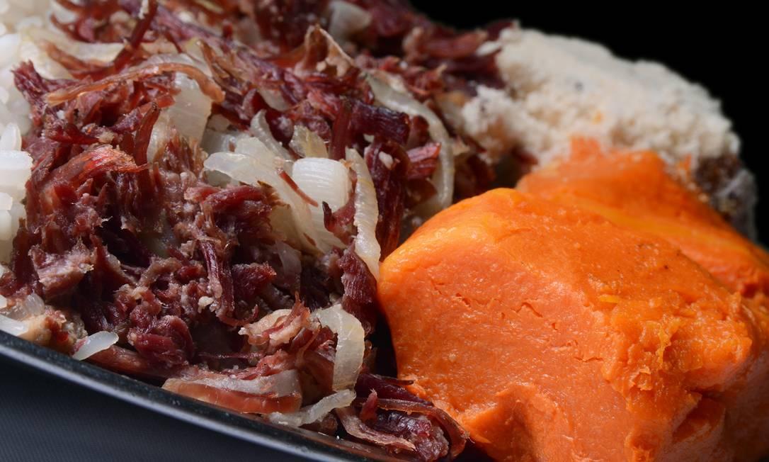 Caseira. Na Adega Cesare, a carne-seca desfiada com abóbora (R$ 48, para duas pessoas), é sesrvida com arroz, feijão e farofa Maria Mattos / Divulgação