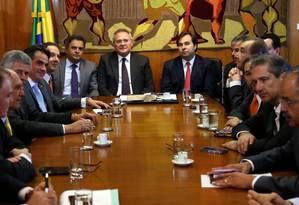 Os Presidentes do Senado, Renan Calheiros (PMDB-AL) e da Câmara, Rodrigo Maia (DEM-RJ), participam de reunião de líderes na Presidência da Câmara Foto: Ailton de Freitas/ Agência O Globo