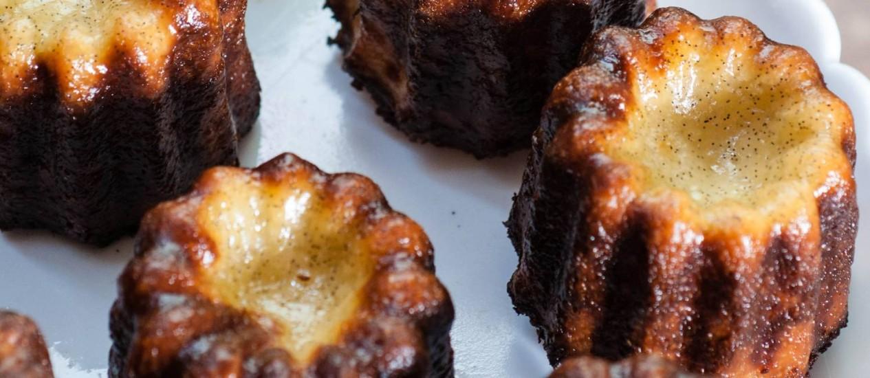 O doce Cannelé de Bordeaux é uma das duas opções de doce Foto: Bella Cardim / Divulgação
