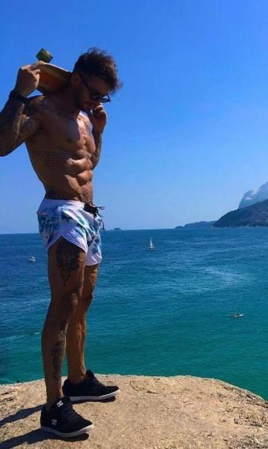 Lucas mostra corpo sarado Reprodução/ Instagram