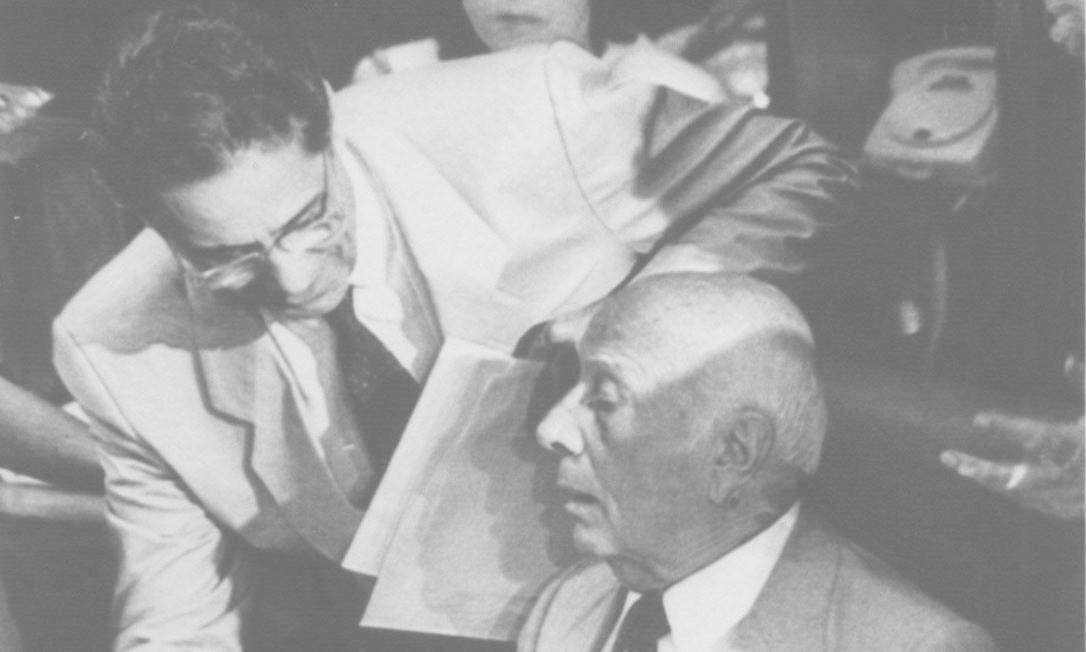 22.06.1988 - Arquivo - Reprodução - PA - Assembléia Nacional Constituinte - Fernando Henrique Cardoso e Ulysses Guimarães Foto: Arquivo / Reprodução