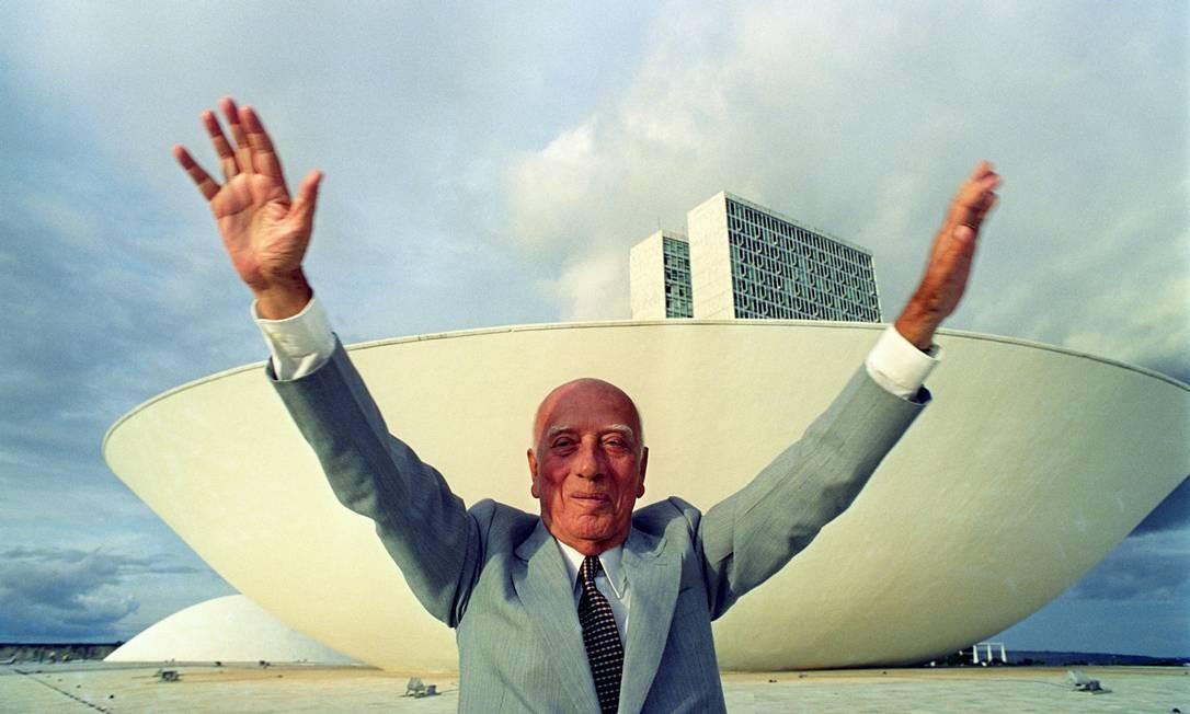 Ulysses Guimarães na frente do Congresso Nacional Foto: / Ricardo Stuckert/26-3-1992