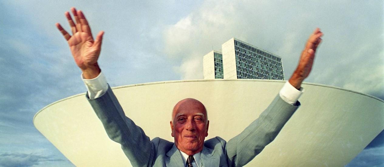 Ulysses Guimarães na frente do Congresso Nacional Foto: Ricardo Stuckert/26-3-1992