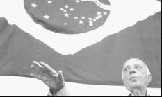 Ulysses Guimarães e a bandeira do Brasil Foto: Orlando Brito