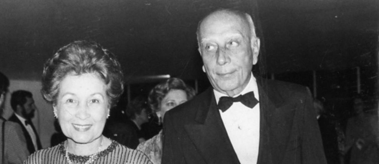 """Ulysses e a mulher, Mora: """"Amo tanto a Mora que, se tiver outra encarnação, já quero nascer casado com ela."""" Foto: Arquivo O Globo / Jamil Bittar/14-10-1985"""