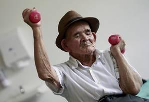Expectativa de vida esbarra no máximo de vida útil possível, dizem pesquisadores Foto: Juan Carlos Ulate / Arquivo