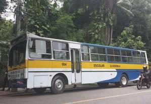 Ônibus escolar bateu na traseira de outro coletivo na Gávea Foto: Patricia de Paula / O Globo