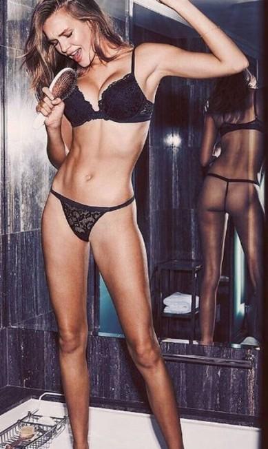 Sucesso na temporada de verão 2017 internacional, com desfiles para as grifes Balmain, DKNY, Fendi e Moschino na conta, a angel dinamarquesa Josephine Skriver protagoniza ensaio quentíssimo para a Victoria's Secret Reprodução/ Instagram