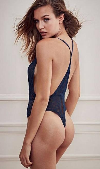 Josephine Skriver usa body fio dental para a Victoria's Secret Divulgação