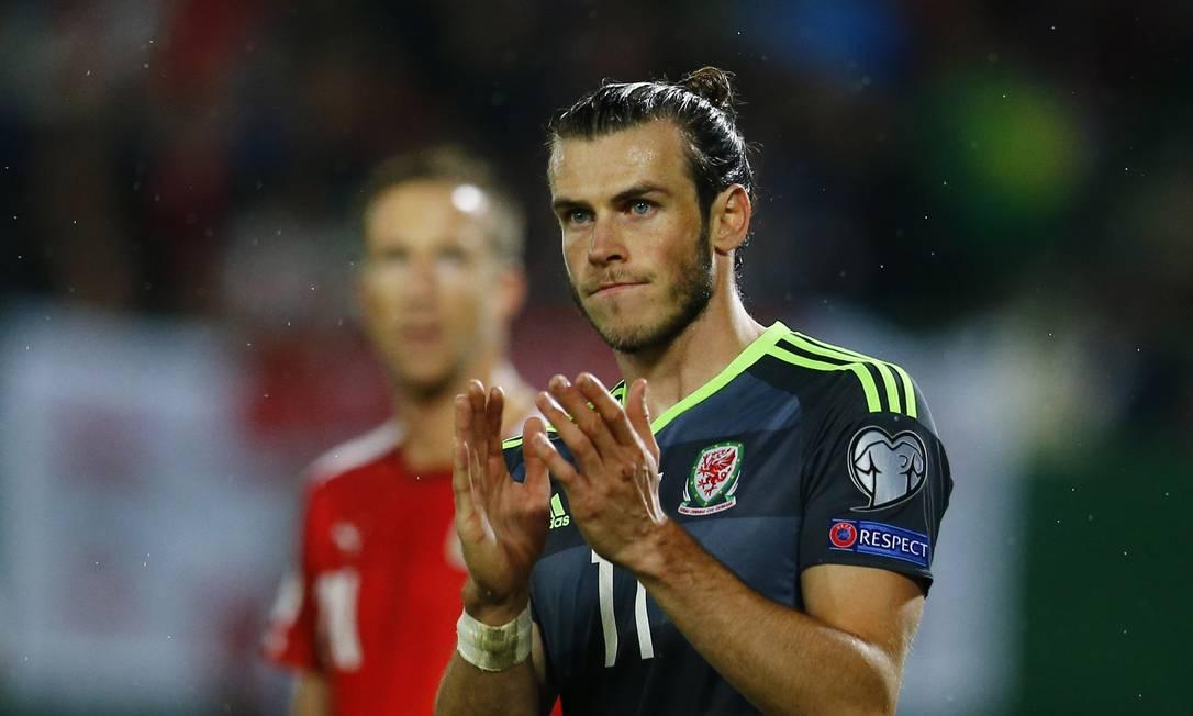 O galês Gareth Bale aplaude a torcida nos 2 a 2 com a Áustria, em Viena Leonhard Foeger / REUTERS