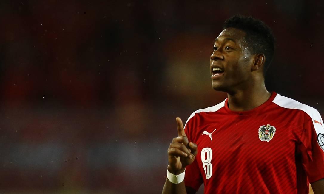 O austríaco David Alaba no empate com País de Gales Leonhard Foeger / REUTERS