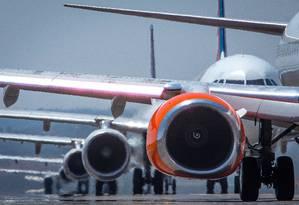 Aviões no Aeroporto Internacional de Brasília Foto: André Coelho / Agência O Globo