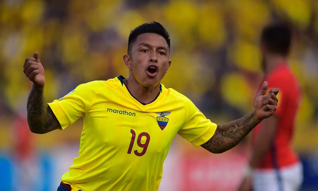 Ramirez comemora o primeiro gol do Equador sobre o Chile RODRIGO BUENDIA / AFP
