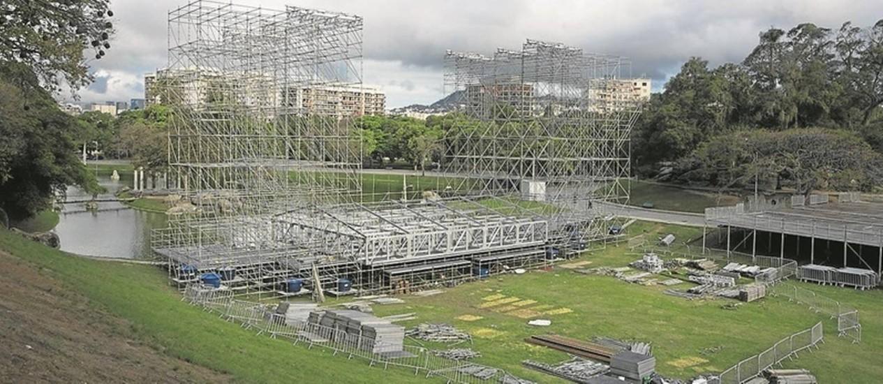 Estrutura montada para o Ultra Rio Brasil na Quinta da Boa Vista: o lugar, no entanto, foi vetado pela Justiça Foto: Antonio Scorza