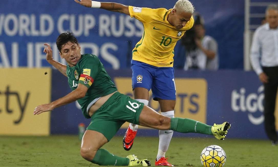 Neymar deixa o boliviano Raldes para trás Leo Correa / AP