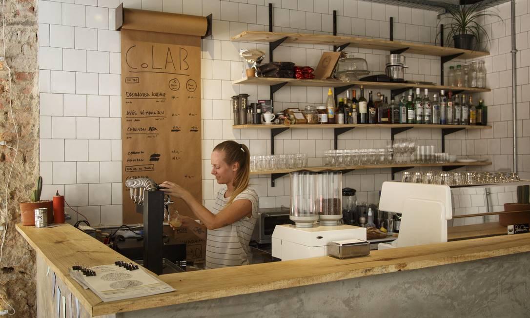 Com comidas e bebidas artesanais, a CoLAB é um misto de café e bar Fernando Lemos / Agência O Globo