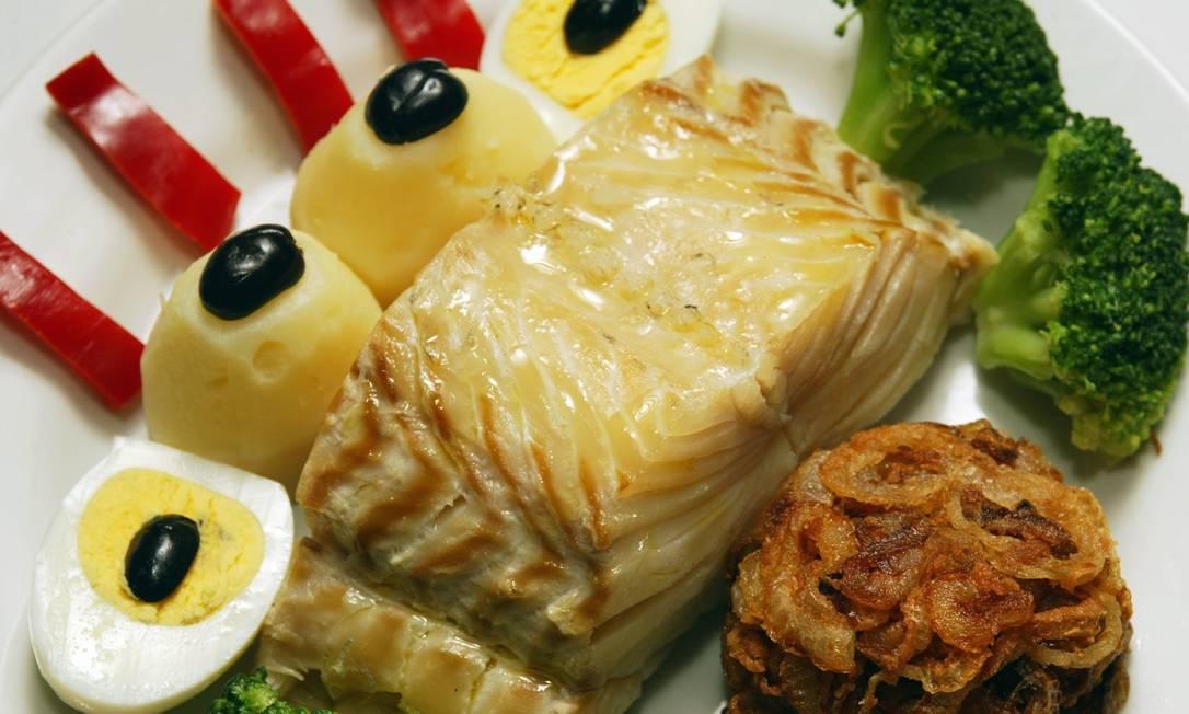 Mosteiro. Bacalhau com batatas coradas e legumes Fábio Rossi / O GLOBO