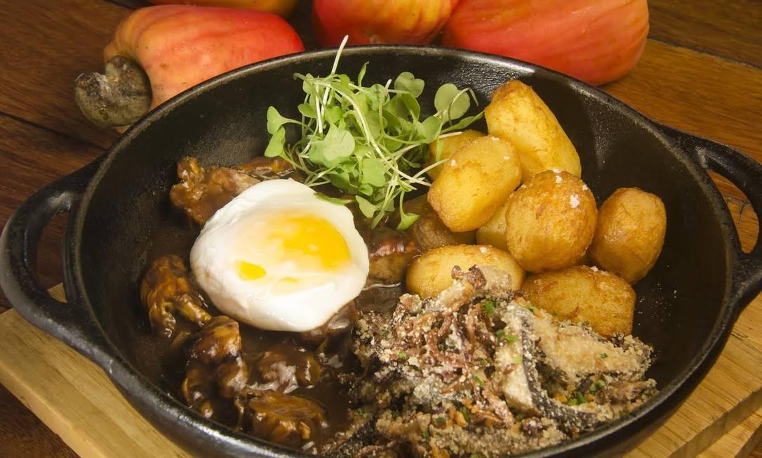 Mauá. Picadinho de caju com ovo orgânico, farofa de shiitake e batatinhas coradas Divulgação