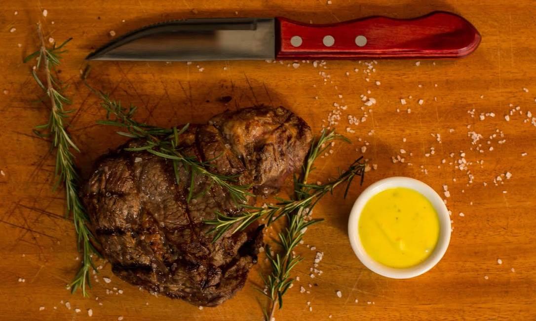 Mironga. Entrecôte com batata recheada, farofa de castanha e molho de ervas Divulgação