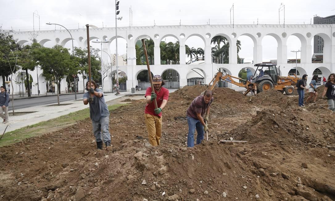 Em breve, a praça em frente aos Arcos da Lapa terá uma horta, que servirá de ponto de encontro para entusiastas da agricultura urbana Marcelo Carnaval / Agência O Globo