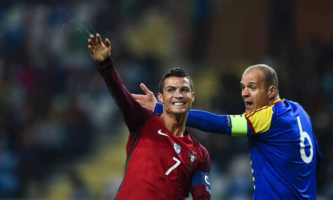 Cristiano Ronaldo comemora um dos três gols no passeio português sobre Andorra PATRICIA DE MELO MOREIRA / AFP