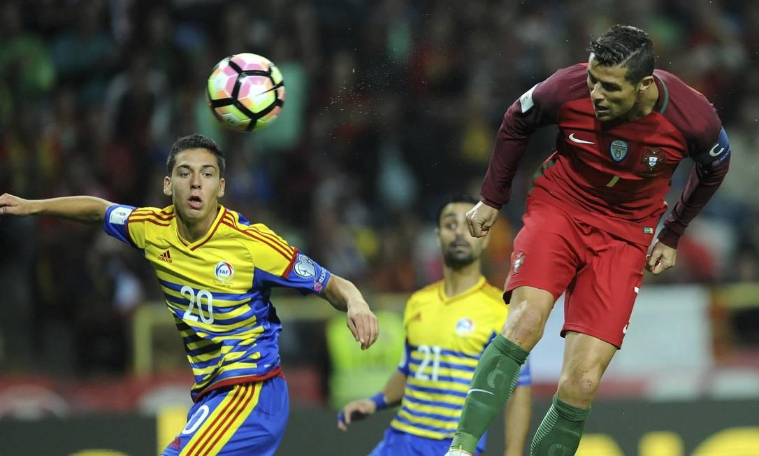 De cabeça, Cristiano Ronaldo fez o segundo gol contra Andorra Paulo Duarte / AP