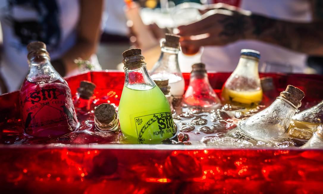 A mixologista Sandra Mendes levará seus drinques engarrafados. No menu batidas (R$ 12), Rabo de Galo (R$ 15), shot de Curcuma (R$ 12), Bloody Mary (R$ 20) Bel Acosta / Divulgação